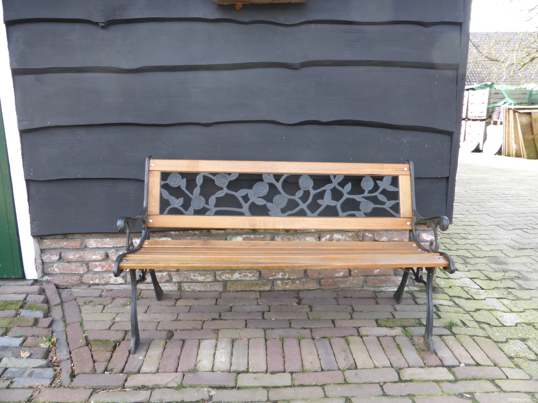 rt-willemwandelt-hiking-walking benches-westborkpad-walking benches-staphorst-farm-pottery-building-clinker-httpst-comyqg9y
