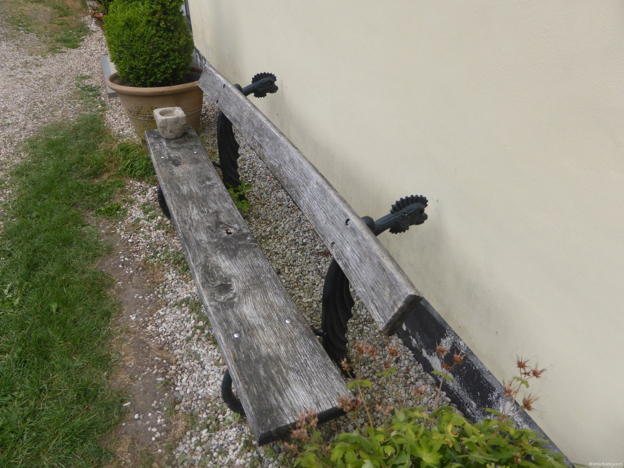 Rt-willemwandelt-netherlands-utrecht-thorn-castle-strongenburg-stools-stools-coach-house-httpst-coekhvncg