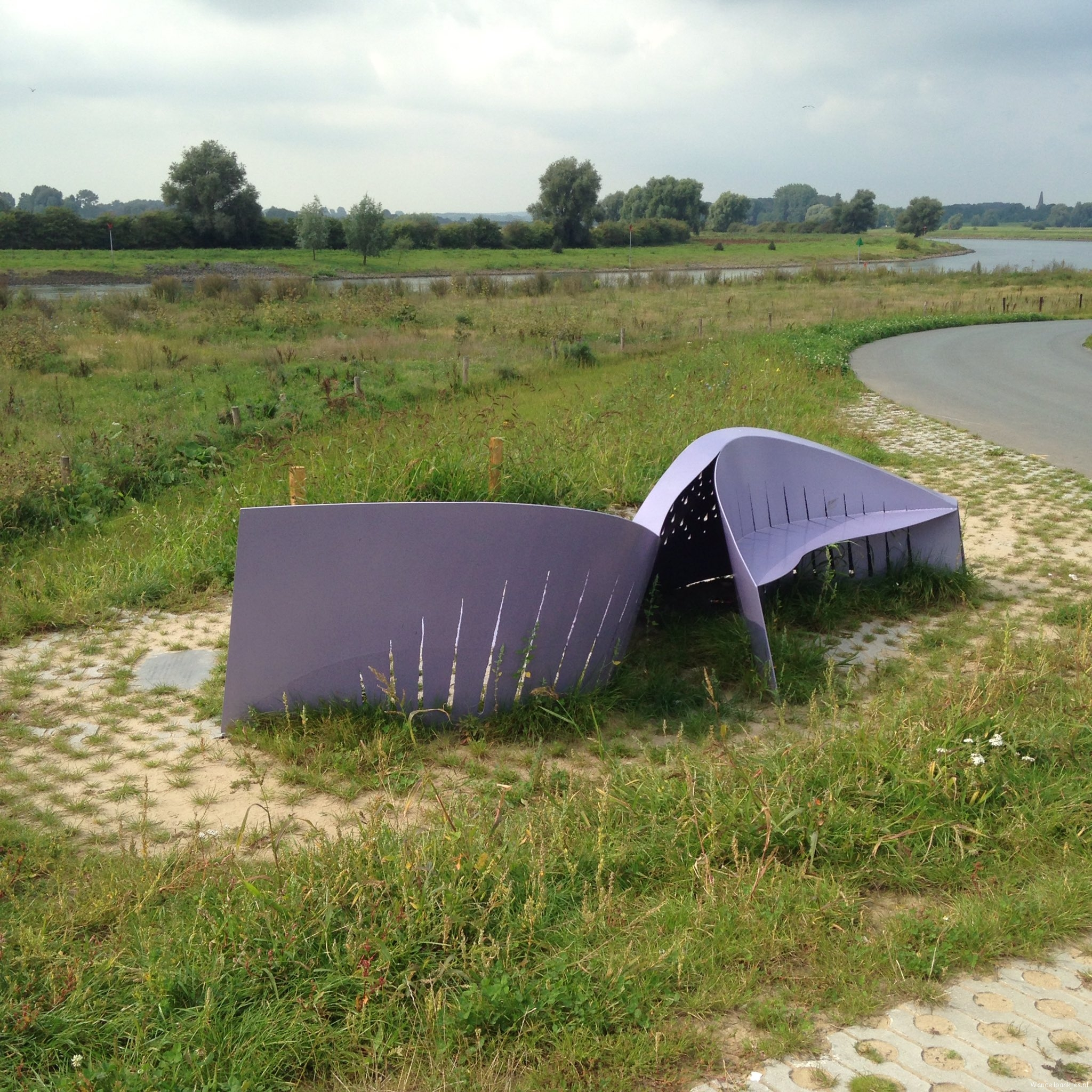 rt-martenvdmolen-art-trick-walk-in-the-ijssel-by-brummen-stools-httpst-co1erdxrygt4