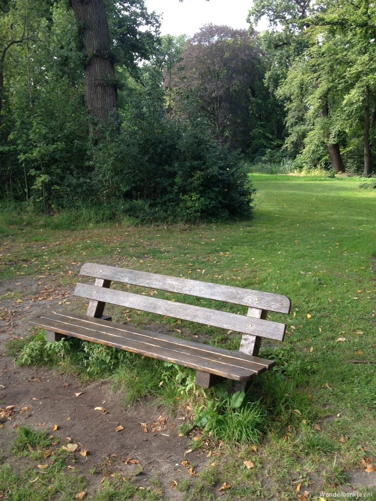 rt-mslemmens-walking-benches-on-the-canal-on-estate-huys-to-warmont-httpst-colamzufhzzh