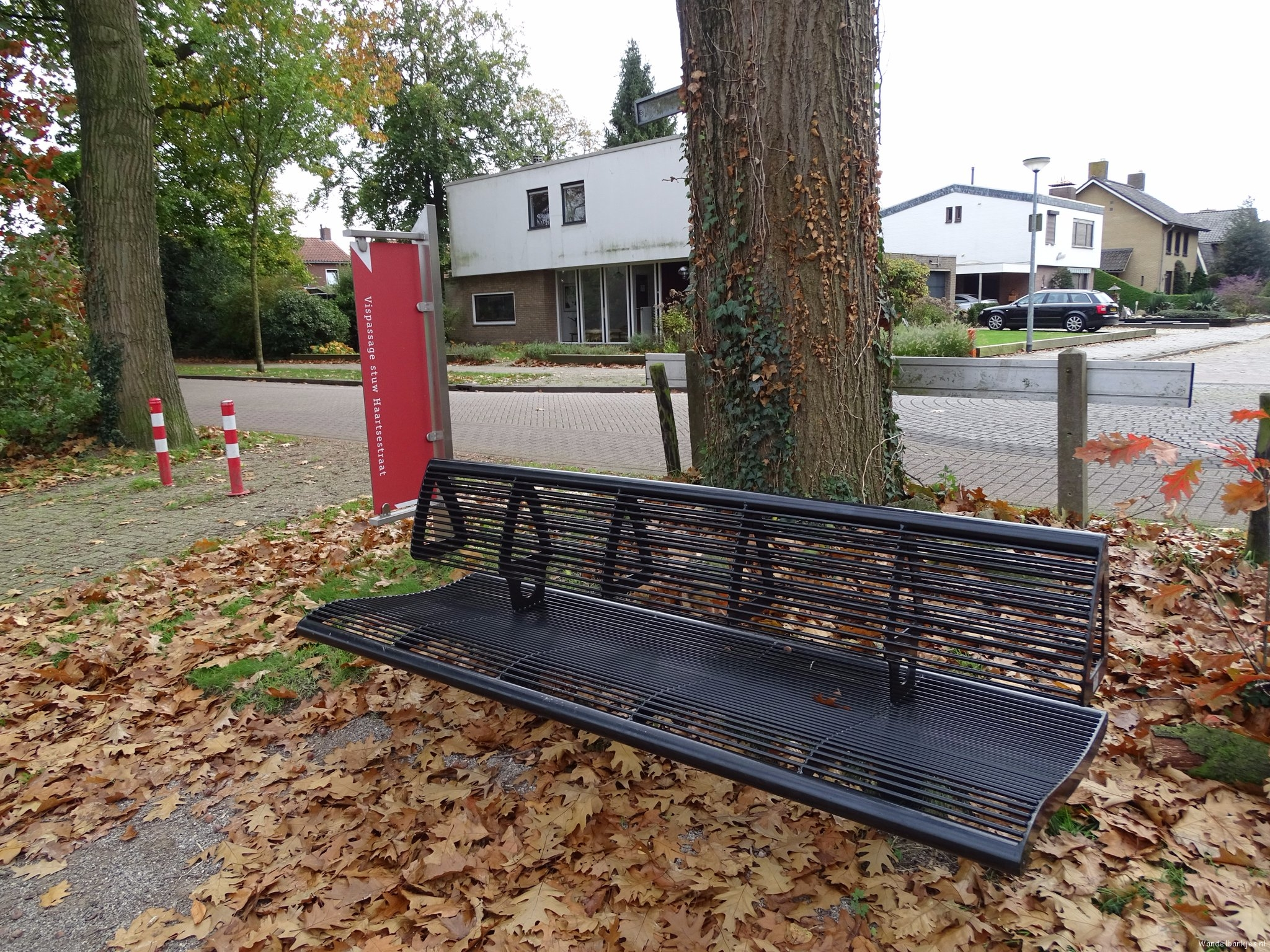 rt-jenjdevries-walking-benches-bench-along-the-plainspad-in-eels-httpst-coxrxx6nfygh
