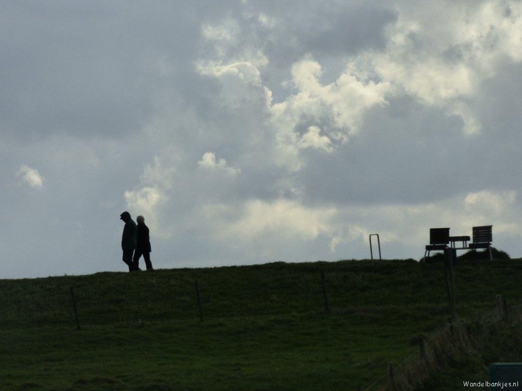 rt-harmdeoude-wandelen-van-cadzand-to-breskens-with-wind-sandbanks-and-hiking-benches-coastal-path-httpst-conk1a4tibjm