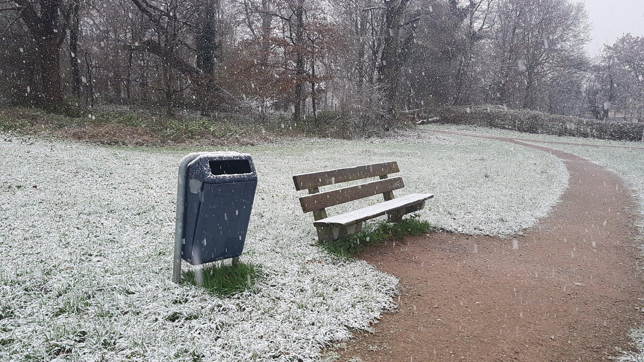 rt-sthart80-wandelbankjes-in-de-sneeuw-bonanzapark-overstegen-doetinchem-https-t-co-kqyhxrdqju