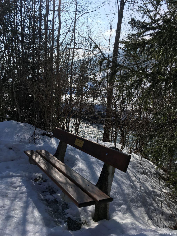 rt-huusgstaadhotel-wandelbakken-heerlijk-hour-walking-for-all-ages-from-saanen-to-gstaad-berneroberland-switzerland-h