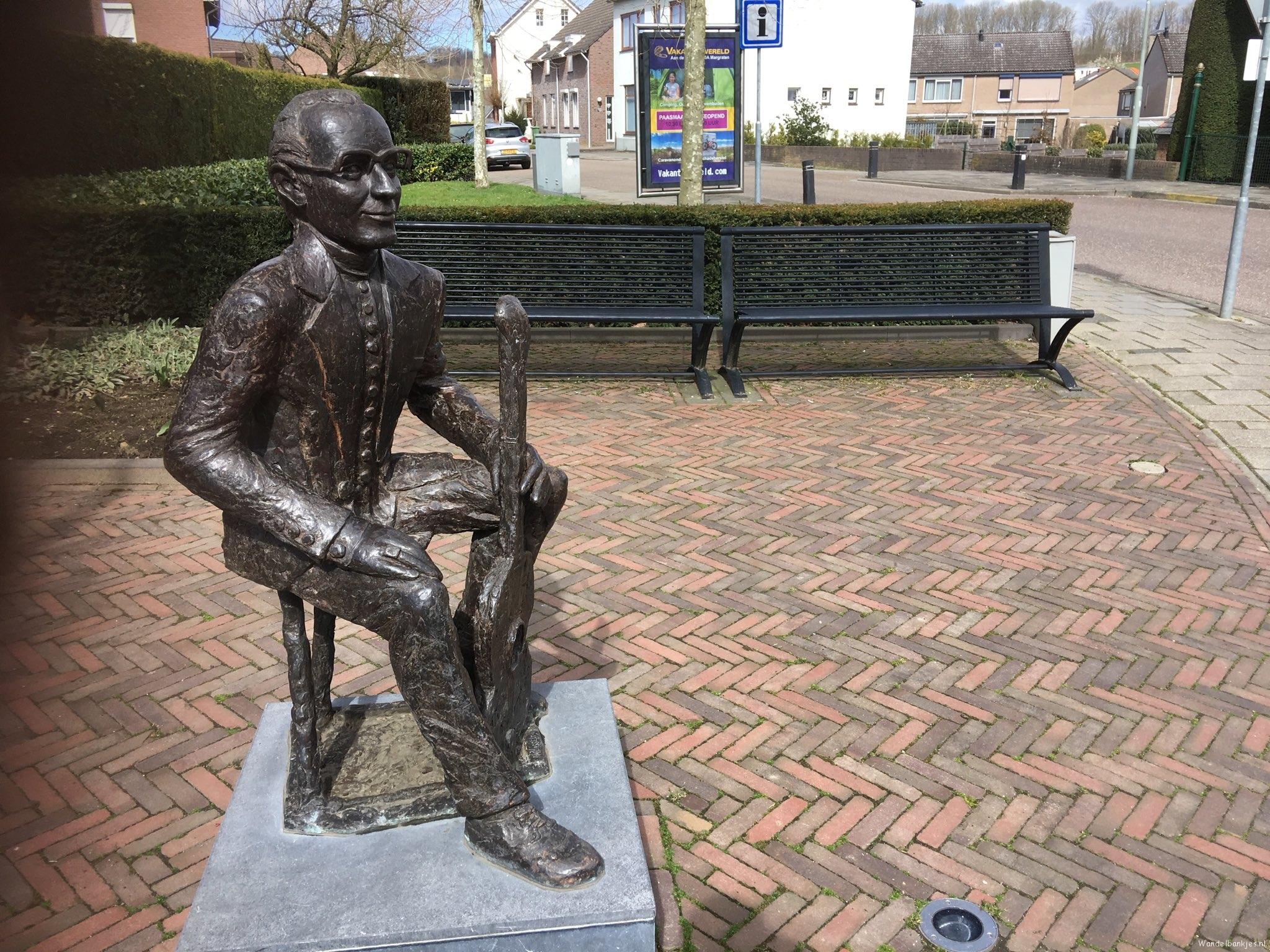 rt-jenjdevries-walking-benches-bench-schin-op-gul-bij-beeldje-wimsonneveld-https-t-co-bqwyn3ckaw