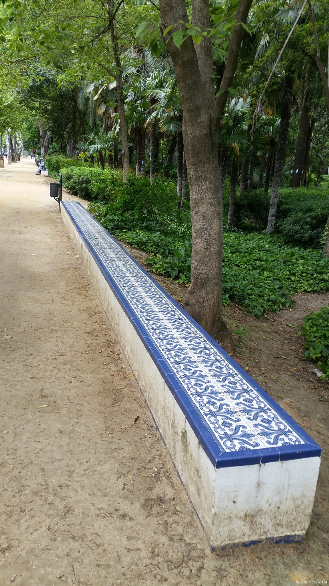 rt -oneone-one-walking-benches-sevilla-https-t-co-jybvo2mtii