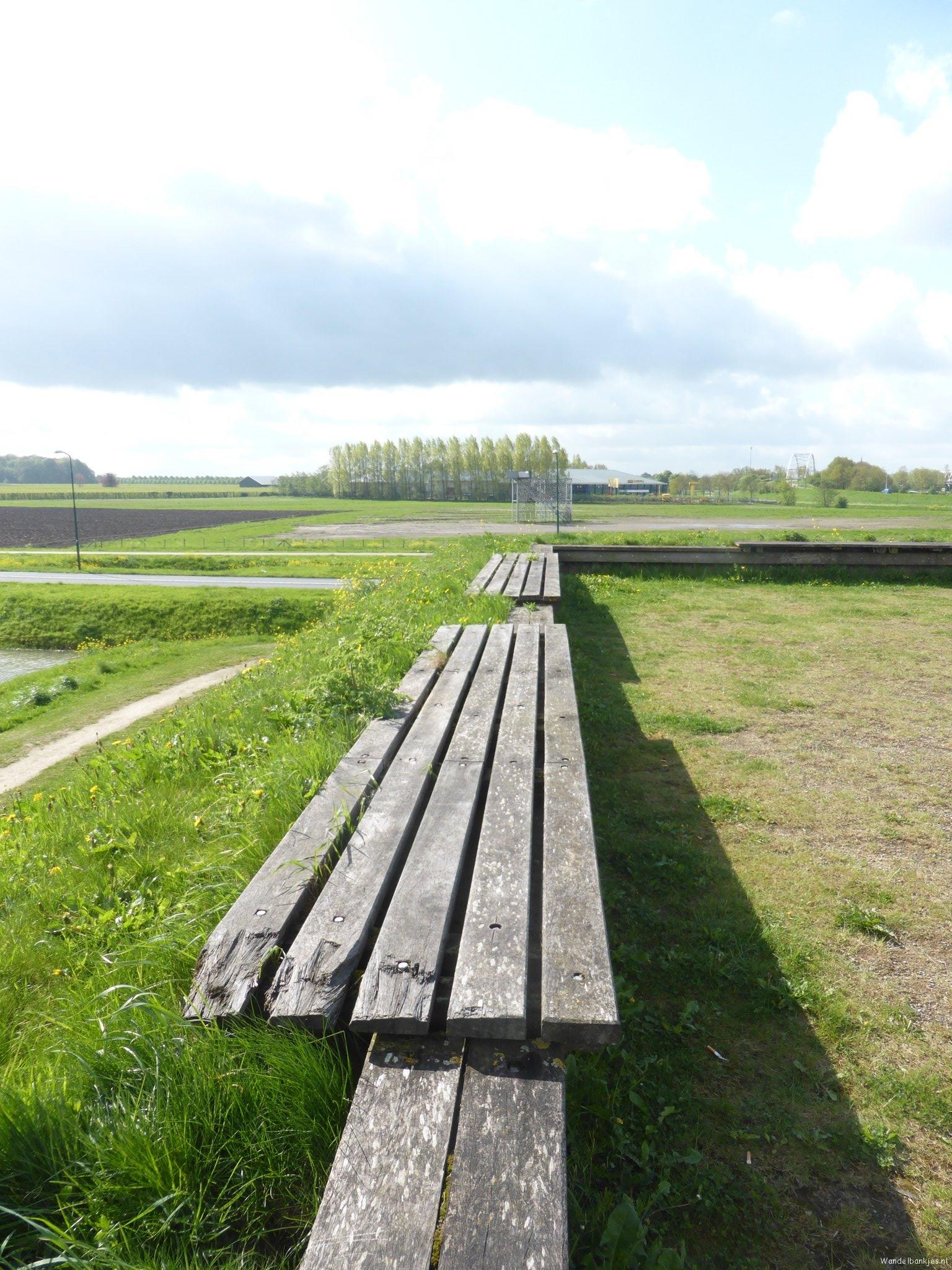 rt-willemwandelt-endless-sessenthen-holland-utrecht-wooden-walking-wanderlust-walking-benches-walking-benches-https-t-co-rk1e