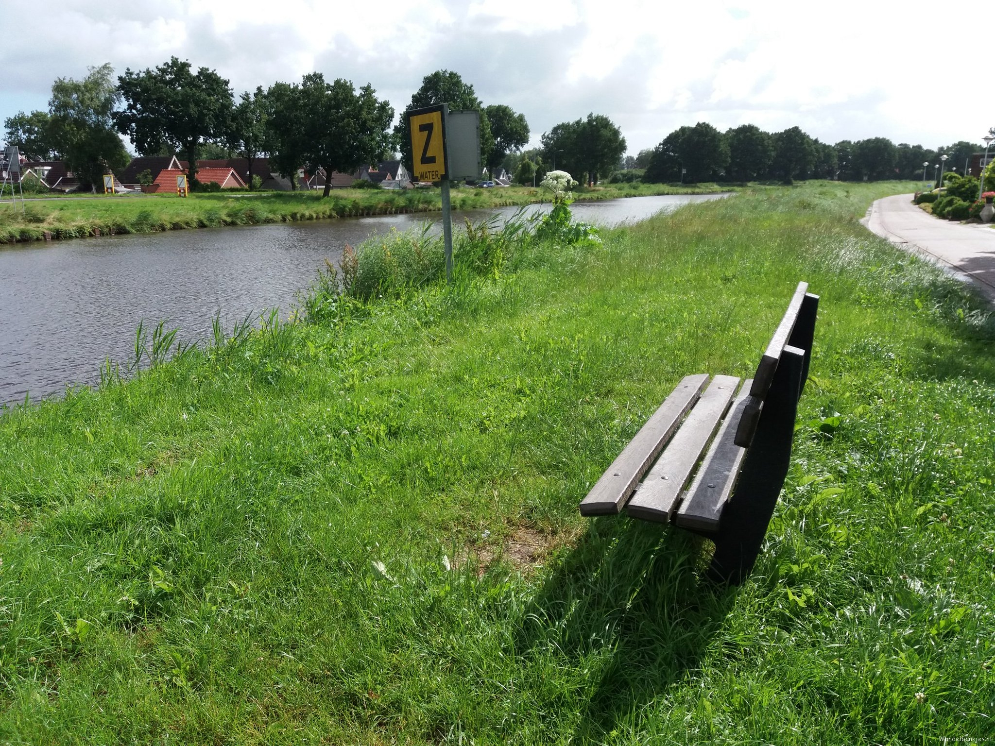 rt-walkingwithwar-walking-benches-sawmilllaan-scheemda -view-on-winplashepep-https-t-co-tdz1mbmyth