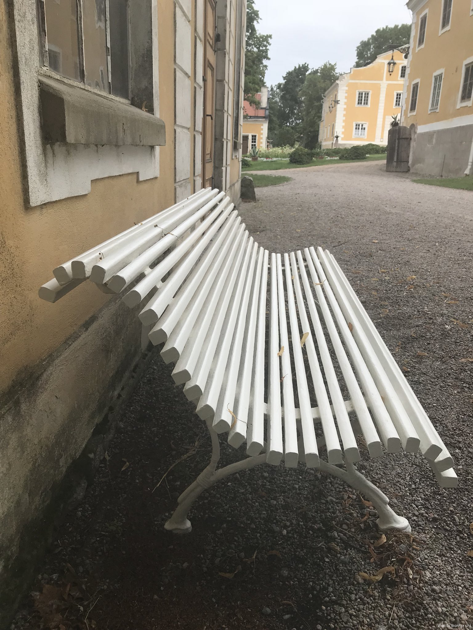 rt-dujo070-walking-benches-walkersbenches-a-walking-bench-on-estate-julias-tradgard-in-vastland-sweden-https-t-co-tu9p3td5cj