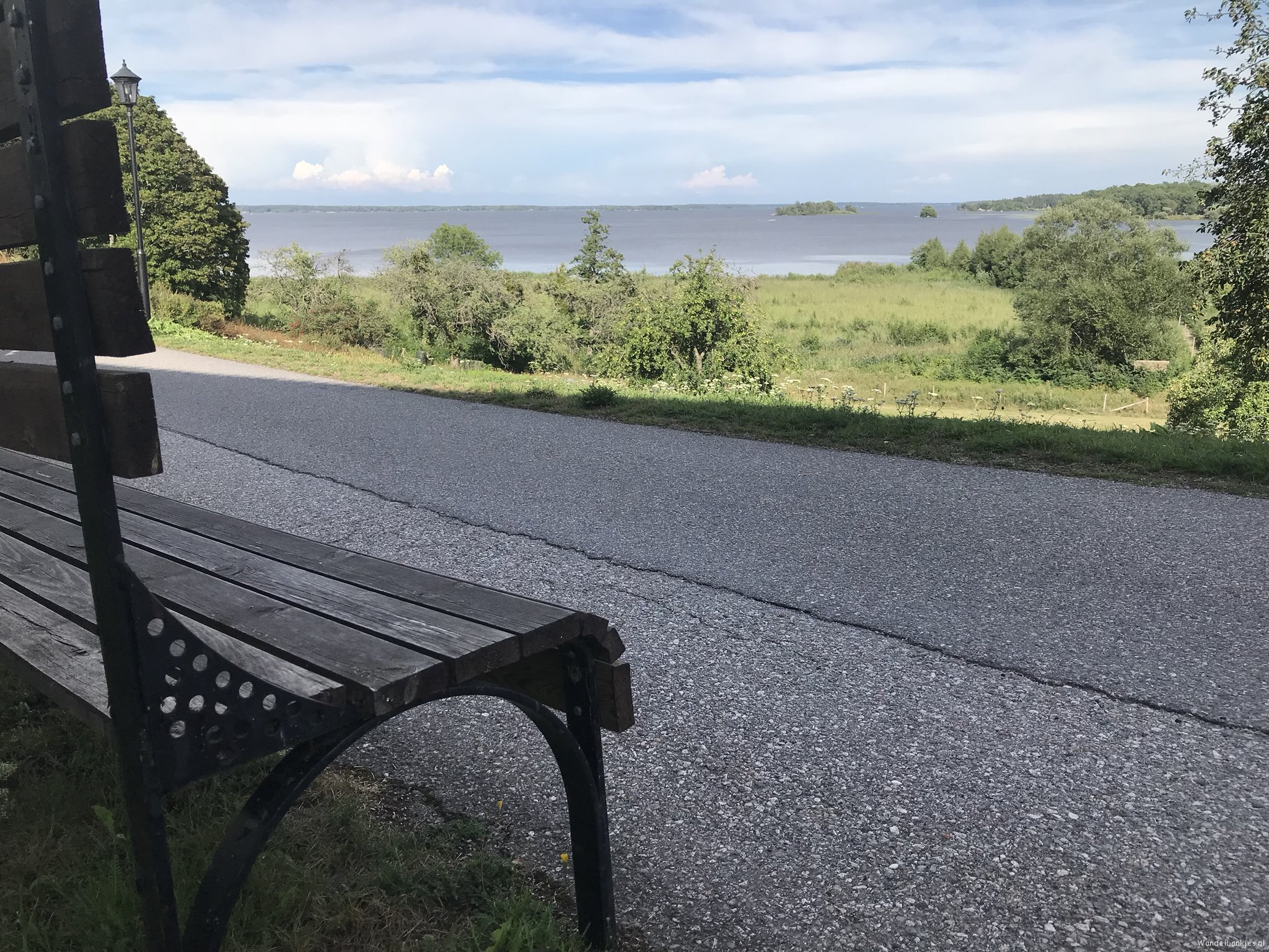rt-dujo070-walking-benches-walkersbenches-a-walking-bench-with-a view-on-the-lake-lake-in-sweden-https-t-co-kfvmfslyb0
