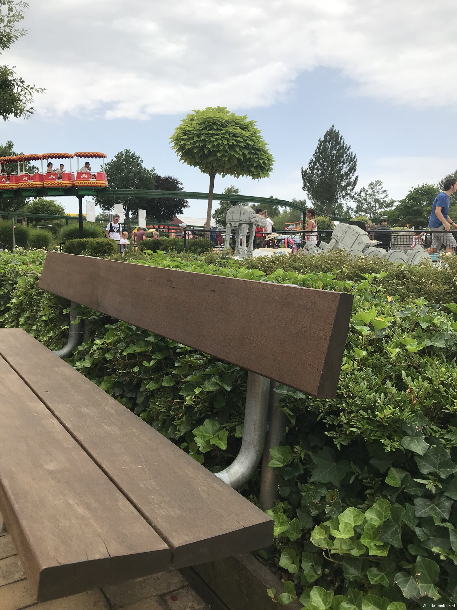 rt-dujo070-walking-benches-walkersbenches-not-quite-the-intent-but-still-a-walking-bench-in-legoland-https-t-co-ezjngxbqzt