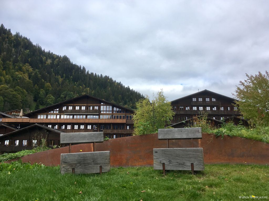 rt-huusgstaadhotel-walk-benches-after-every-walk-even-rest-in-our-garden-and-enjoy-of-the-view-on-saanen-https-t-co-7ooz
