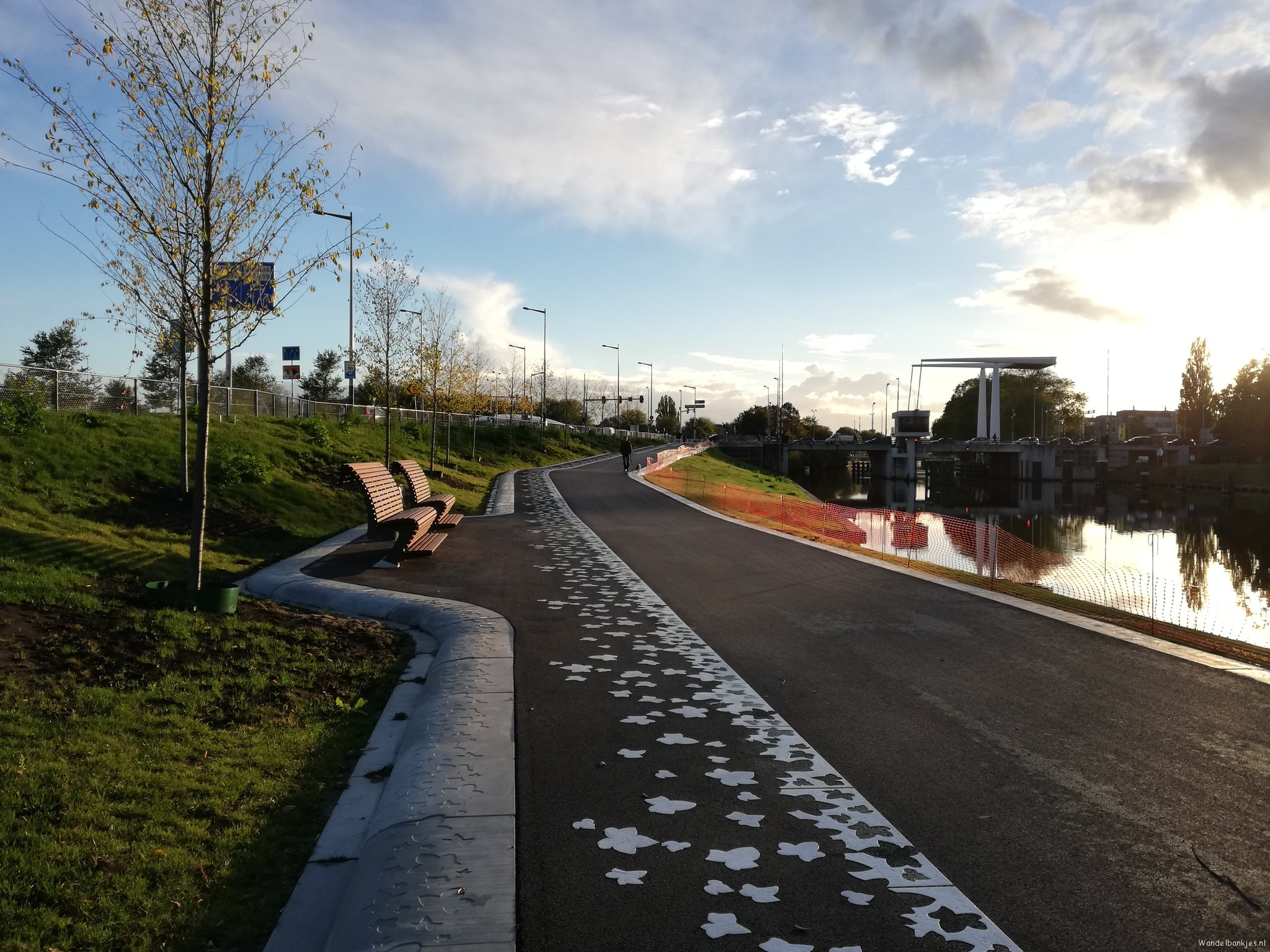 rt-walburgism-near-new-leeuwarderweg-amsterdam-noord-noordholandsch-channel-walking-couches-greenchange-https-t-co-7zeliggmbj