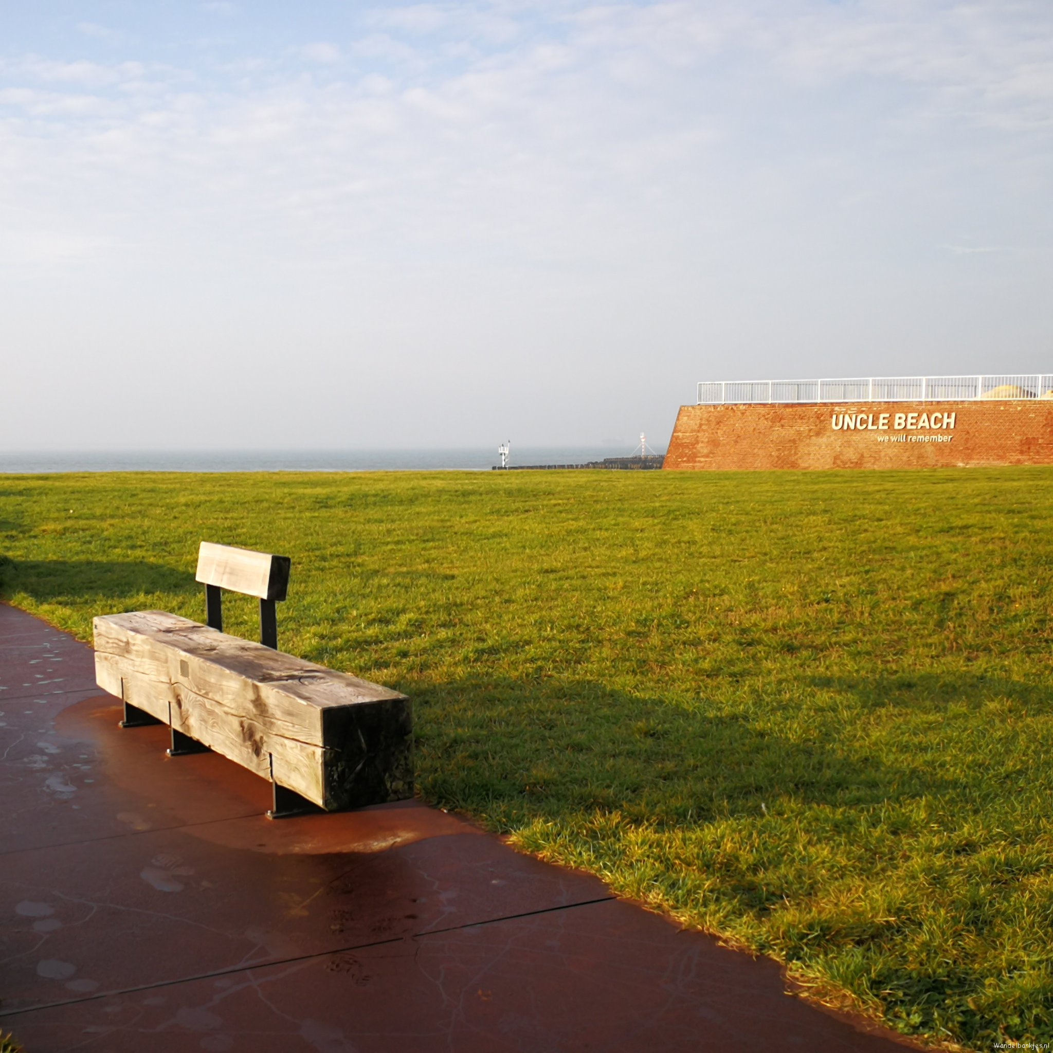 rt-adawestpants-uncle-beach-memorial-on-the-orange-dike-to-vlissingen-with-view-over-the-water-https-t-co-0b0xfwhtla