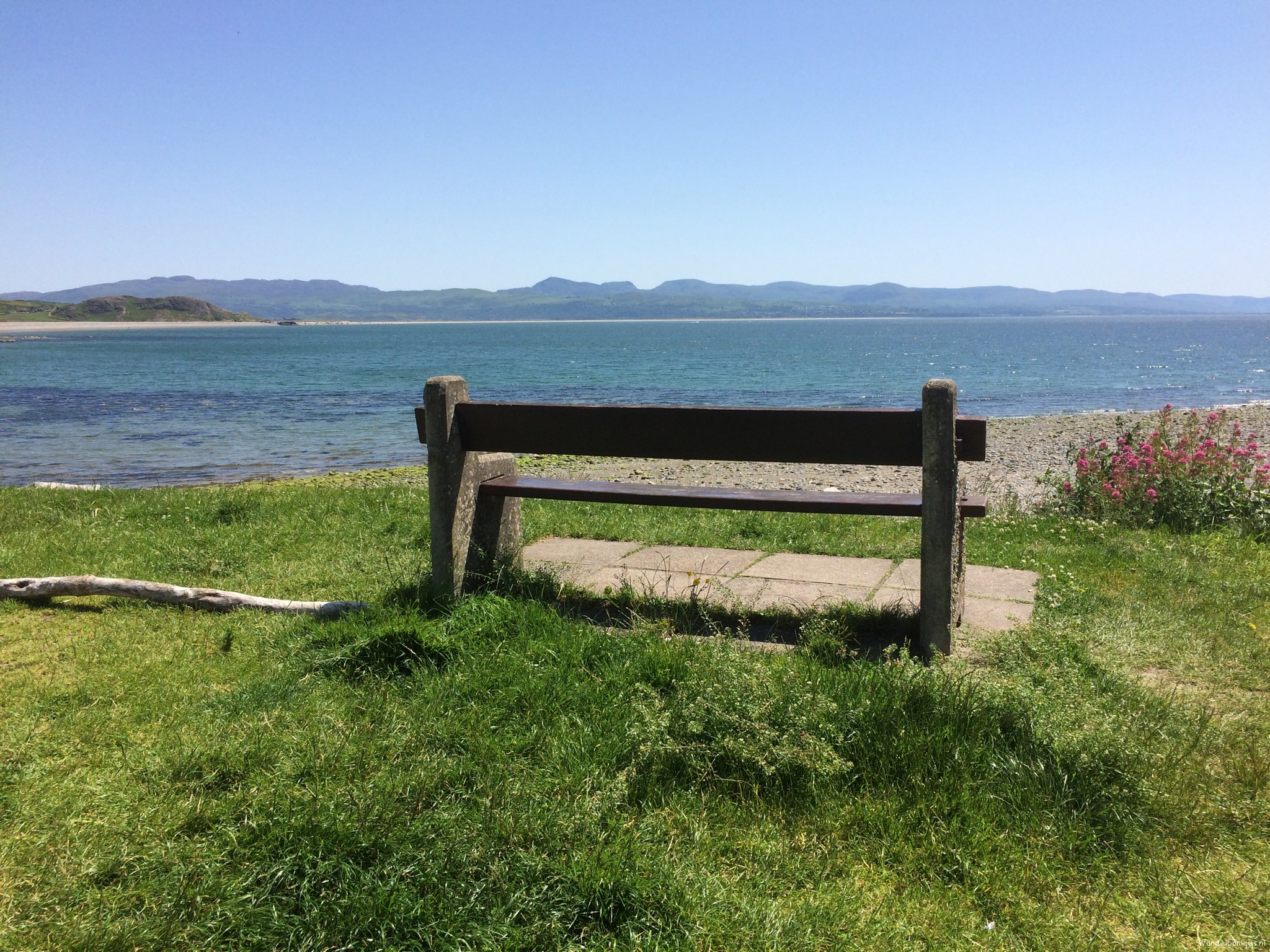 rt-femkenijveldt-a-bench-with-a-view-criccieth-wales-%e2%81%a6wandelbankjes%e2%81%a9-https-t-co-fjiqjrf3pi