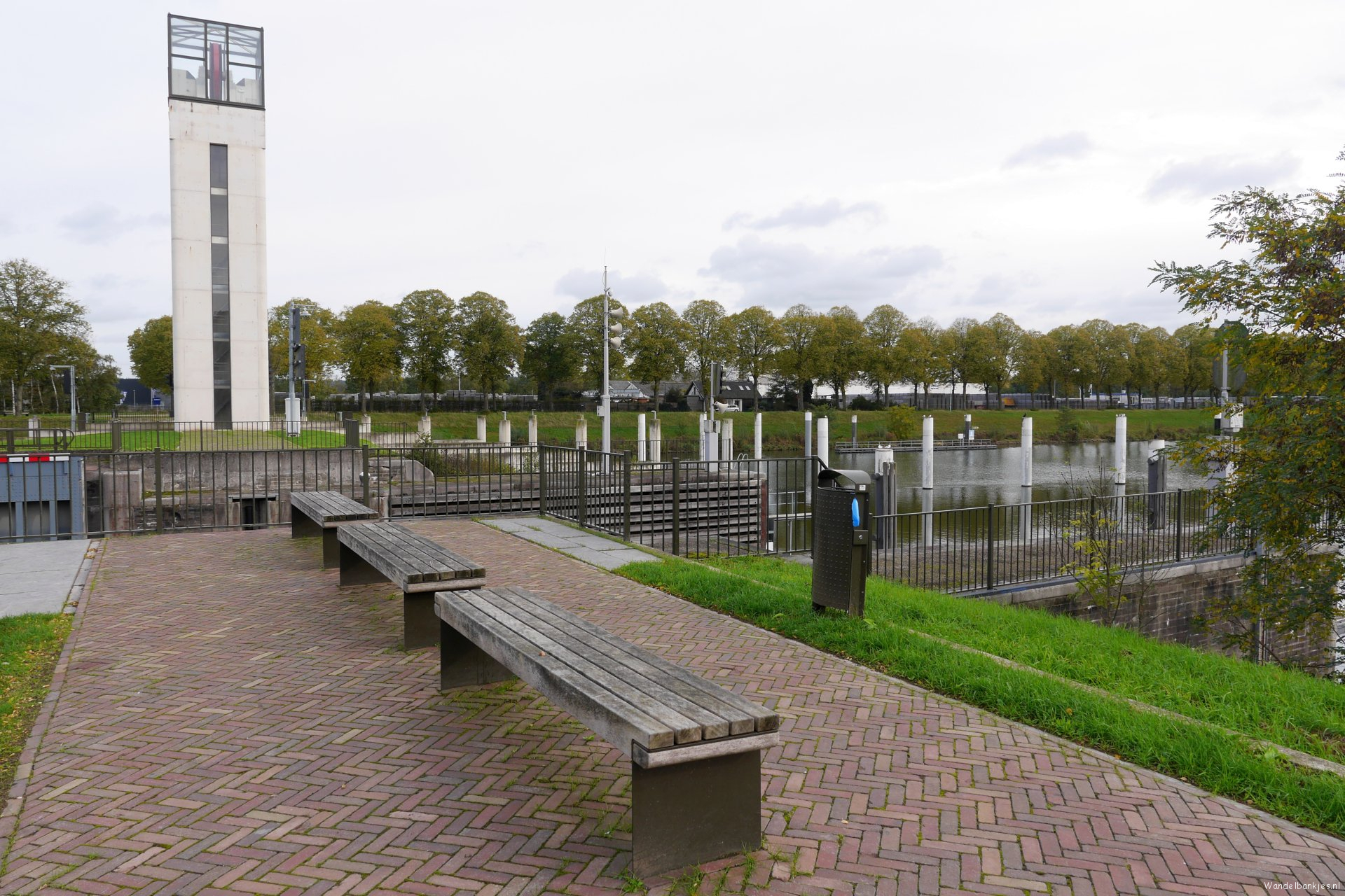 rt-arthurskm-for-walking benches-and-walkersbenches-at-the-lock-in-heumen-south-of-nijmegen-https-t-co-taflfj9j61