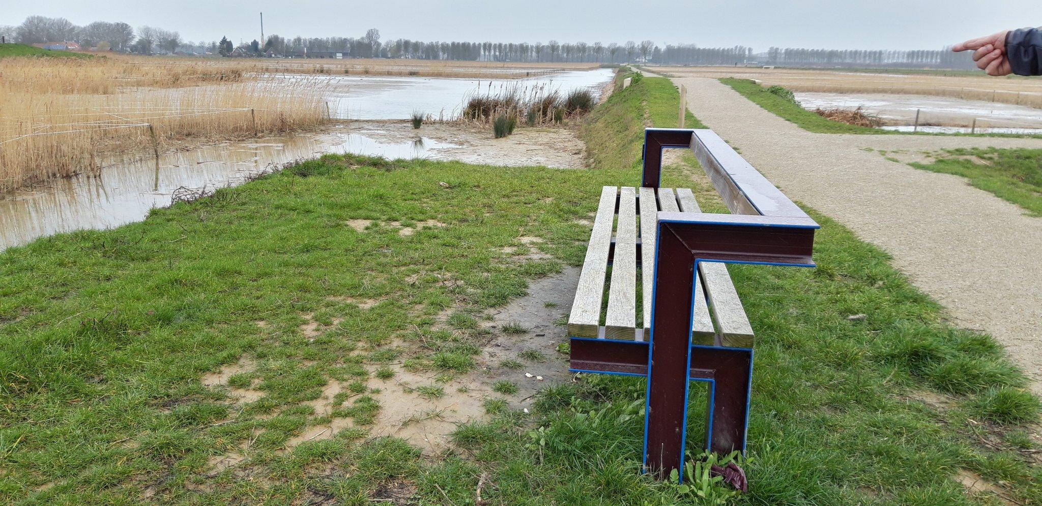 rt-karingibcus-ff-zitten-na-een-leuke-modderige-wandeling-parklingenzegen-derijkerswoerdseplassen-elst-wandelbankjes-https-t-co-dl6