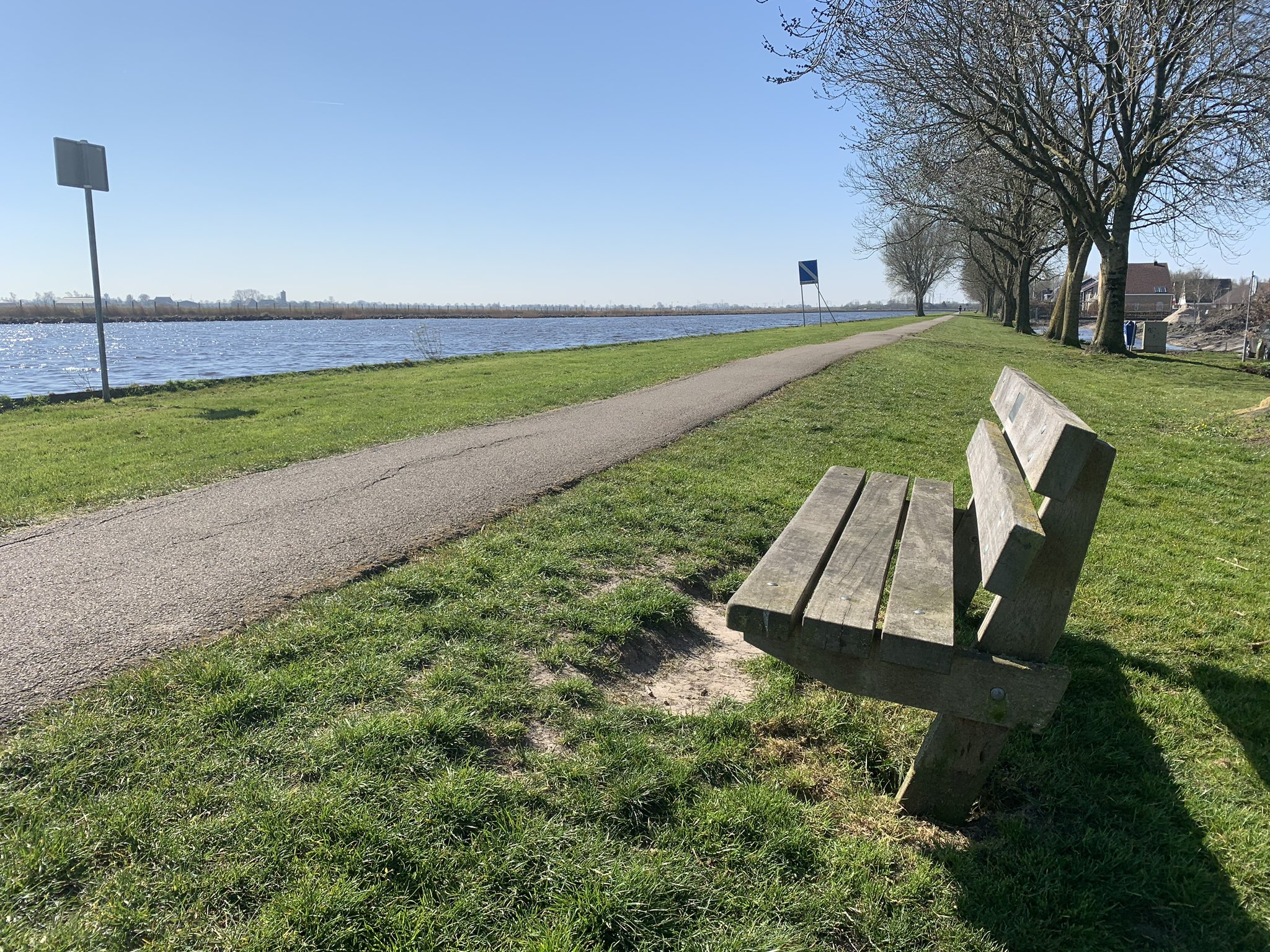 rt-peterboomsma-voor-wandelbankjes-aan-de-wandel-in-grou-https-t-co-3jspg3q4rh