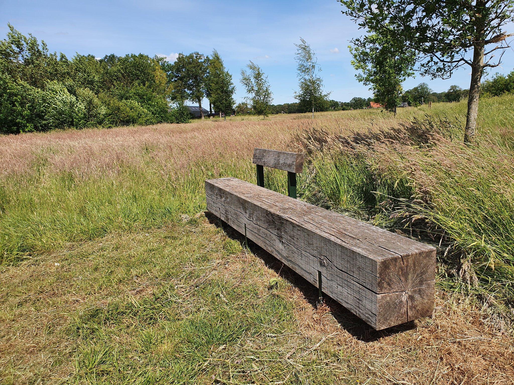 rt-simmajalis-picknick-bank-wandeling-bij-hertme-molenven-deze-bank-is-wel-van-stoere-dikke-boom-gemaakt-%f0%9f%98%89-wandelbankjes-https-t-co