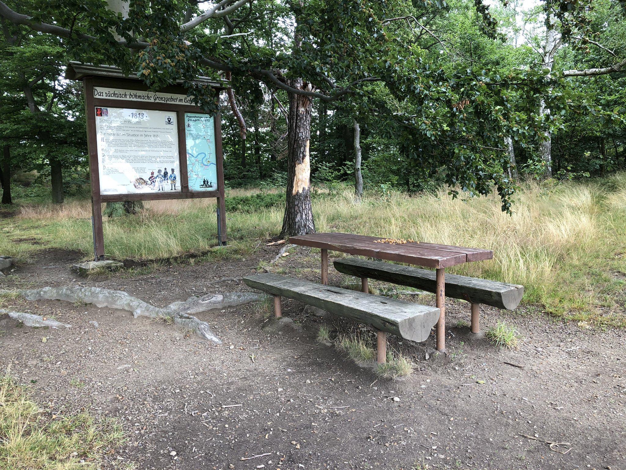 rt-gerritjhkuiper-bijzonder-plek-voor-deze-wandelbankjes-hohnstein-marlerweg-napoleonschanze-https-t-co-01udlejqdy