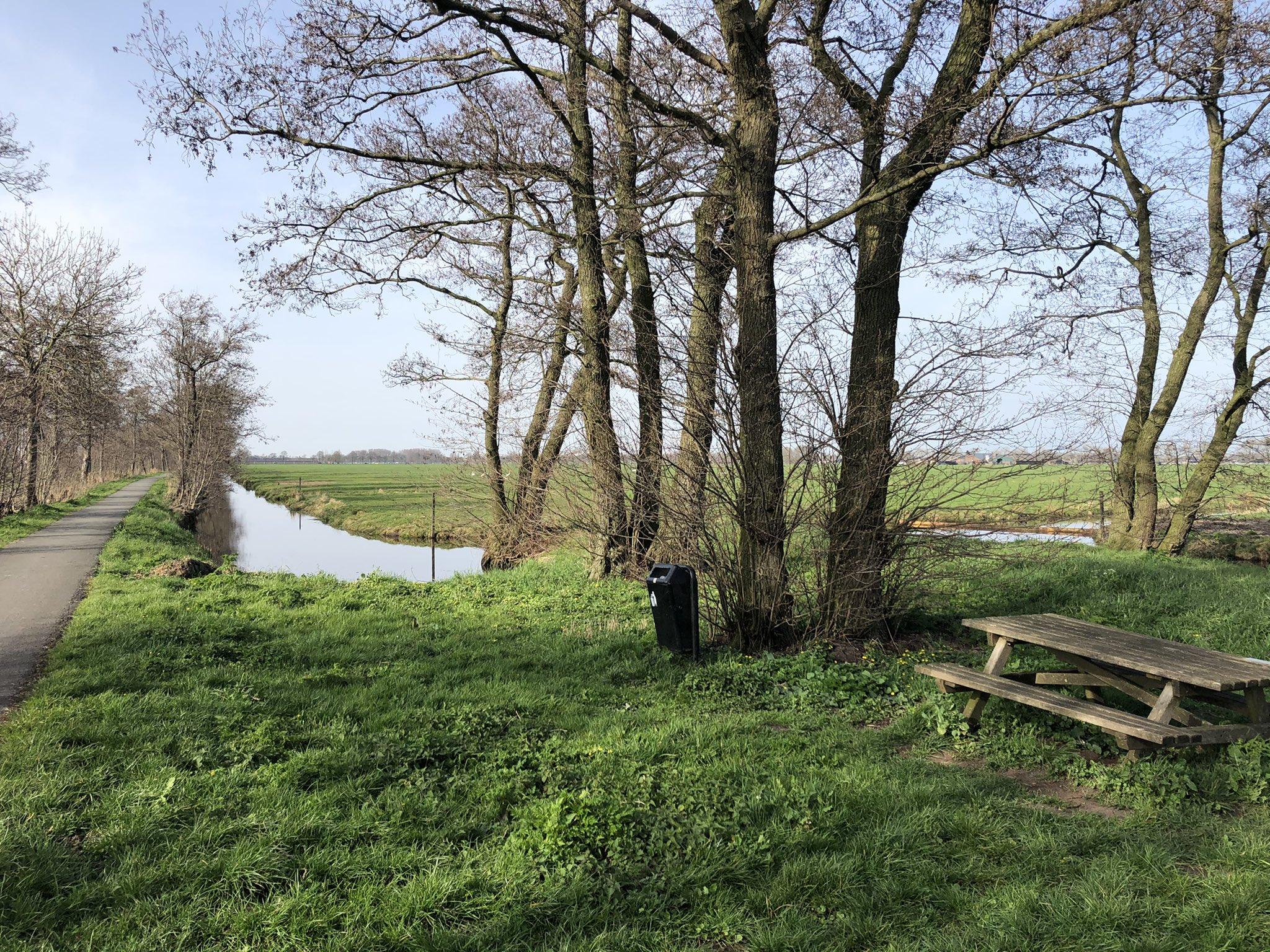 rt-groenehartstoc1-wandelbankjes-langs-het-pelgrimspad-aan-de-dammekade-nabij-bodegraven-maar-wel-in-mooialphen-https-t-co-dl7ljb5
