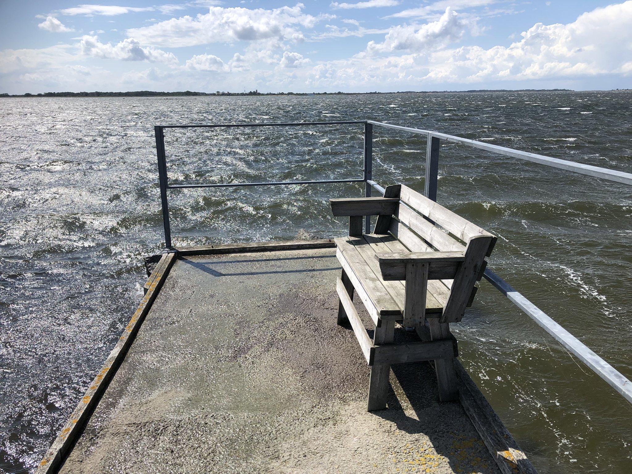rt-gerritjhkuiper-in-natuurreservaat-torhamns-udde-oostzee-bijna-in-zee-wandelbankjes-je-hielt-het-net-droog-https-t-co-sn2ar5ysyf