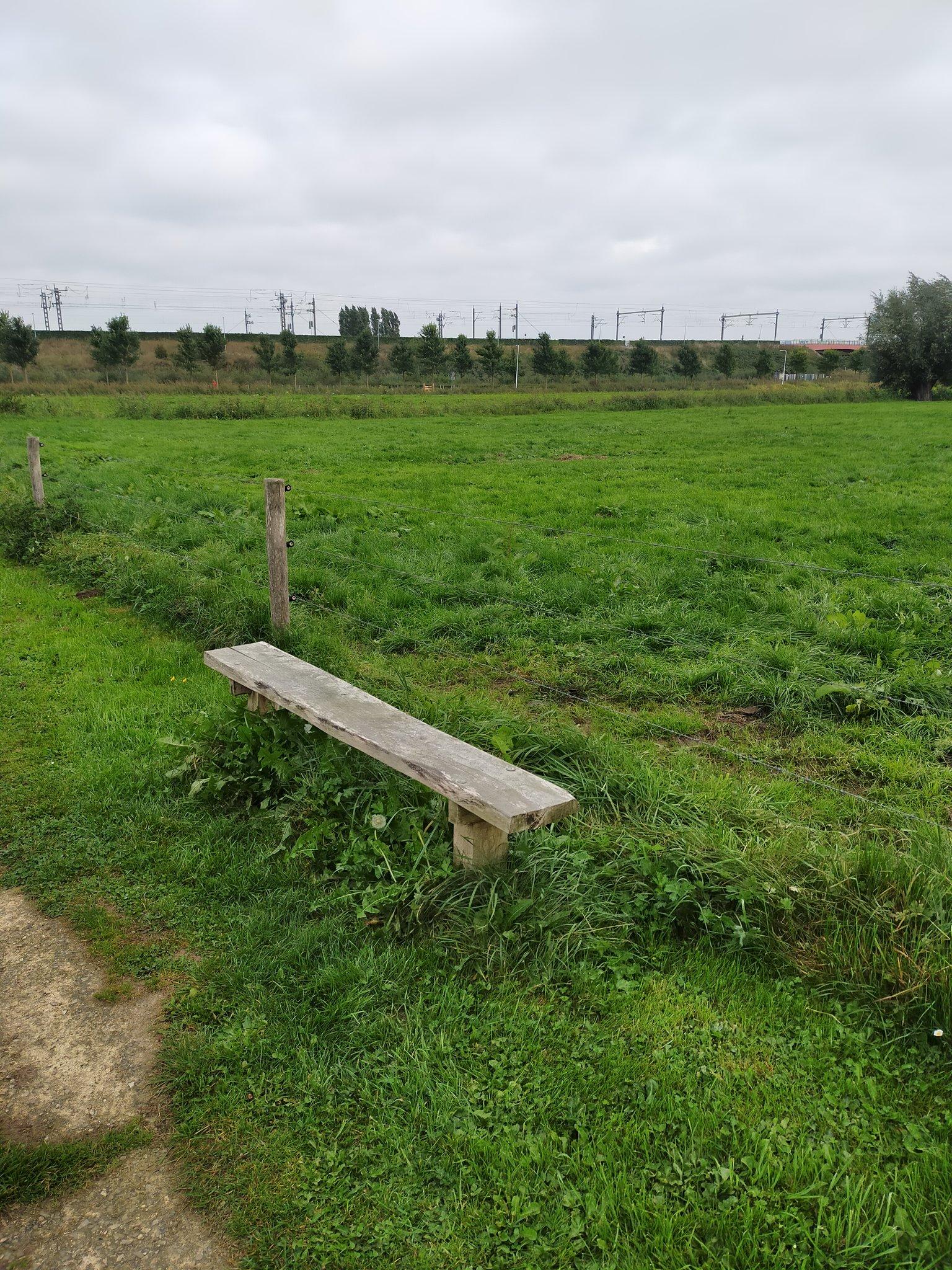 rt-b62bert-wandelbankjes-langs-het-assenradepad-nabij-hattem-https-t-co-f2xwu7wjzw